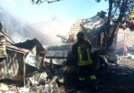 Zambrone, incendio di un capannone agricolo